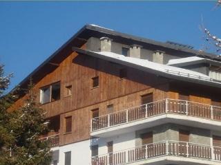 ATTIC OULX 2BR-on ski slopes by KlabHouse