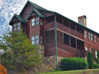 9br/9ba Sleeps 27 Less than a mile off the Parkway in Pigeon Forge!!!