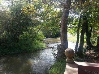 "3br/2ba""CottageCreek"" Flowing Creek to Relax By!!!, Pigeon Forge"