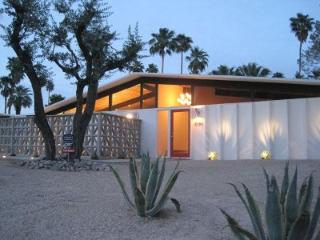 Gorgeous Mid-century Gem with Amazing Views!!, Palm Springs