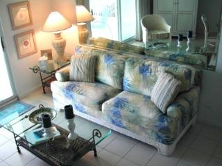 HEART OF SEVEN MILE BEACH DESIGNER OCEAN CONDO!, Grand Cayman