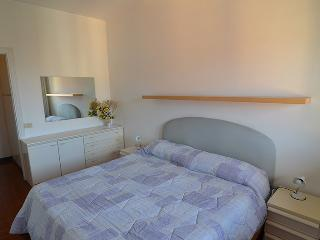 Brand  new 1  bdr+ 1  room  with  sofabed apartment  with  private  parking ,100  meters  from  the  beach!!, Levanto