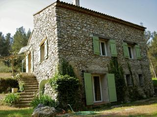 La Bergerie du Montaiguet, Spacious 3 Bedroom Villa with Grill, Garden, Fireplace, Aix-en-Provence