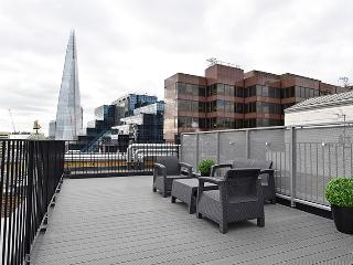 Stunning 3-Bed Penthouse+Private Lift! LL