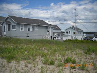 Picture of Both Houses, picture from the seawall to the beach