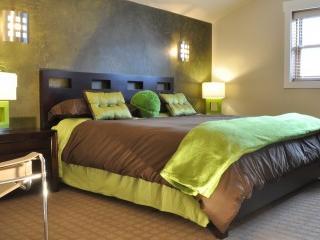 The Queen bed in the Lumberjack Room