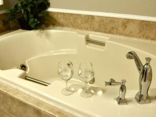 Jetted tub in the South Fork Room