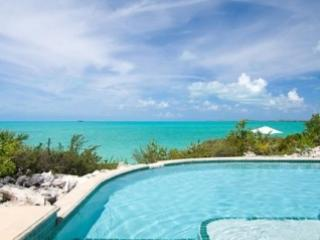 Extraordinary 5 Bedroom Villa with Private Pool in Providenciales
