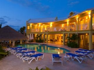 4 Bedroom Villa with Poolside Gazebo in Providenciales