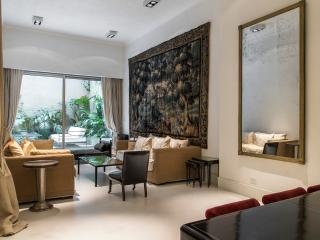 Elegantly Stated 3 Bedroom Apartment in Recoleta, Buenos Aires