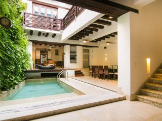 Palatial 4 Bedroom Home in Old Town, Cartagena