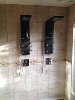 Master showers with full rainshower and body spray, the Ultimate showers!
