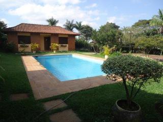 Casa de Campo com piscina em Arujá - condomínio fechado