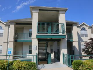 Branson Condo Rental | Thousand Hills | Close to 76 Strip | Golf Views | Pool (0611902)