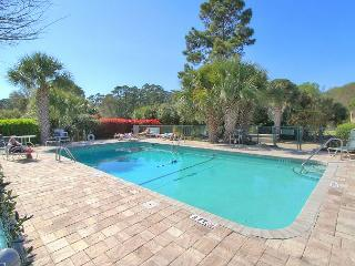 617 Queen's Grant, New Interior! Walk to Beach, Shopping, Pet Friendly, Hilton Head
