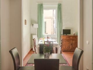 Luminous 2 Bedroom Apartment in Florence, Italy