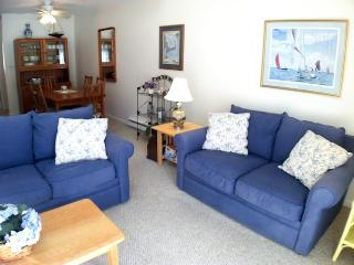 Ocean Edge Townhouse (sleeps 6) with King Bed  & Straight Staircase - BI0548