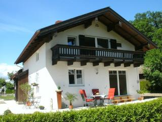 LLAG Luxury Vacation House in Übersee - 1507 sqft, quiet, central, natural (# 5034), Ubersee