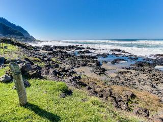 Oceanfront home w/tidepools in yard, short drive to sand!