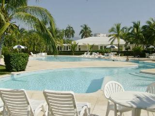 1BR. Oceanfront Condo  ** Private and Peaceful **  The Monarca