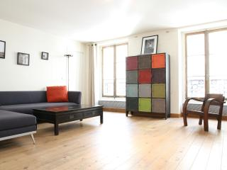46. SPACIOUS Apartment - Rue Cler, Paris