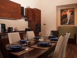 Budapest Art Deco Grand 3 BR Terrace Apartment in the very Centre of the City, Budapeste