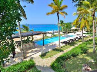 Superlux 1280 sq. ft. in Ocean front condo. Beach., Sosua
