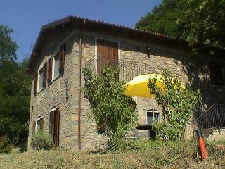 Eco-Friendly Farmhouse with horses C2, Castiglione di Garfagnana