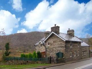 YR EFAIL (THE FORGE), semi-detached cottage, woodburner, pets welcome, enclosed,