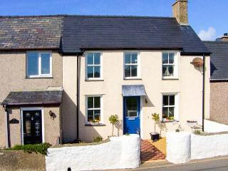 MUR LLWYD, welcoming cottage, close walking, beach, countryside, near Aberdaron, Rhoshirwaun