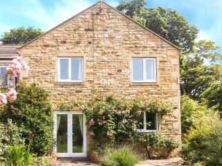 1 MOWBRAY COURT, modern, pet-friendly, stone-built cottage in West Tanfield, Ref