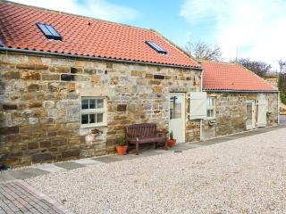 VALLEY VIEW, character accomodation with WiFi, wet room, garden, country views,