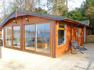 LODGE ON THE LAKE, beautiful lakeside position, en-suite, on-site facilities, su