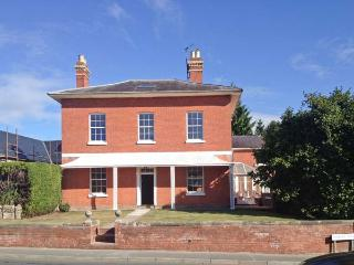 TUPSLEY HOUSE, detached Georgian house, WiFi, off road parking, garden, in Hereford, Ref 8285