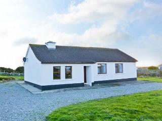 ERRISBEG, open fire, multi-fuel stove, close to beach, in Ballyconneely, Ref. 90