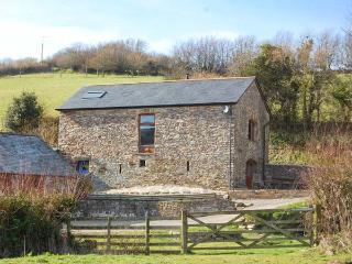 VIRVALE BARN, barn conversion in rural location, en-suite, WiFi, woodburner, pet
