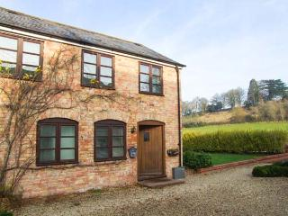 BLUEBELL COTTAGE, charming upside down cottage, country views, great touring