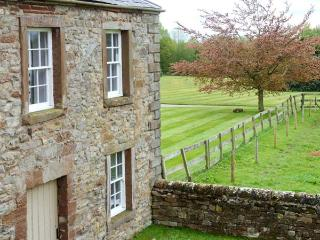 PARK HOUSE COTTAGE, detached, Grade II listed property, open fire, en-suites, enclosed garden, near Penrith, Ref 903907, Ousby