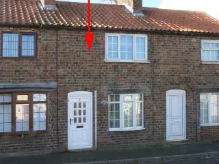CHANDLER COTTAGE, pet friendly, enclosed garden, open fire, in Skipsea, Ref. 904