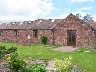 PARRS MEADOW COTTAGE, hot tub, character beams, zip/link bed, in Pitchford, Ref. 904464, Church Stretton