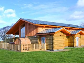 ATLAS, quality accommodation with hot tub, sauna barrel, views, eco heating, Cawdor, Inverness Ref 904501, Dalcross