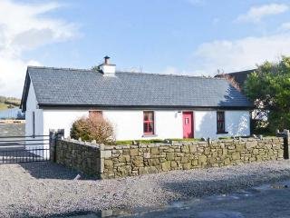 THE OLD POST OFFICE, single-storey cottage with multi-fuel stove, courtyard, clo