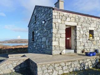 MEENMORE, pet-friendly, en-suite, Sky TV, lovely loughside cottage near Dungloe, Ref. 904734, Dunglow
