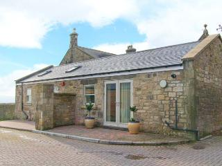 THE HAVEN, converted stone farm building, en-suite, WiFi, off road parking, in Heddon-on-the-Wall, Ref 904885
