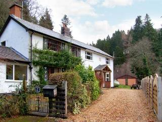 FORESTRY COTTAGE, riverside location with woodland views, woodburner, walks and, Llanfor