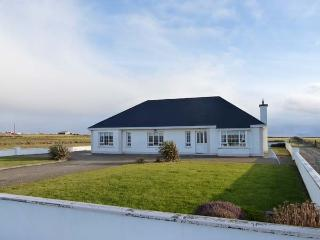 SHRAIGH BEACH, quality detached cottage, multi-fuel stove, bar, sea views, near