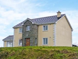 LOUGHROS HOUSE, detached cottage, wonderful views, en-suite, roll-top bath, open fire, summer house, near Millford, Ref 905801, Ramelton