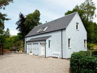 VETLANDA, detached, woodburning stove, off road parking, garden, in Newtonmore