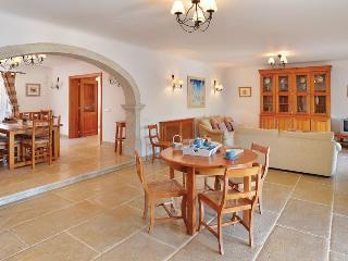 Aroal Villa Sleeps 6 with Pool Air Con and WiFi - 5585392