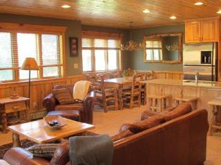 Luxury Log Cabin Condo! Walk to Canyons Cabriolet, Park City